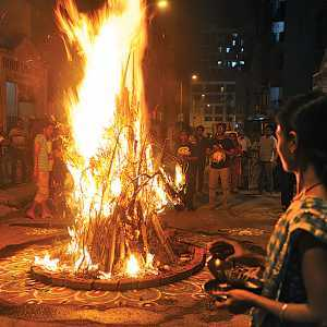 Holi - Burn your misfortune in the Holika Fire